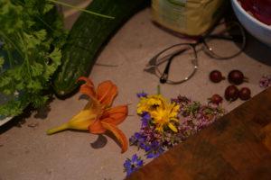 Taglilie, Oreganoblüten, Stachelbeeren, Borretsch, Ringelblume